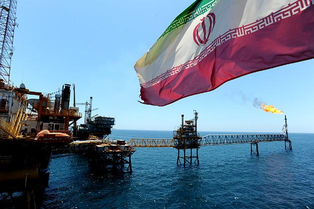 США розширили список санкцій для іранських нафтокомпаній.
